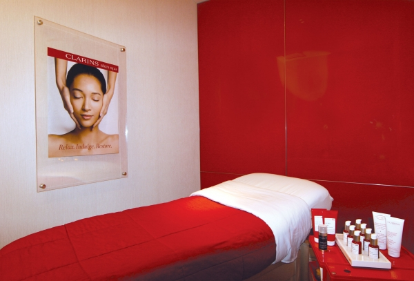 Clarins spa at bloomingdale 39 s new york ny spa week for Clarins salon