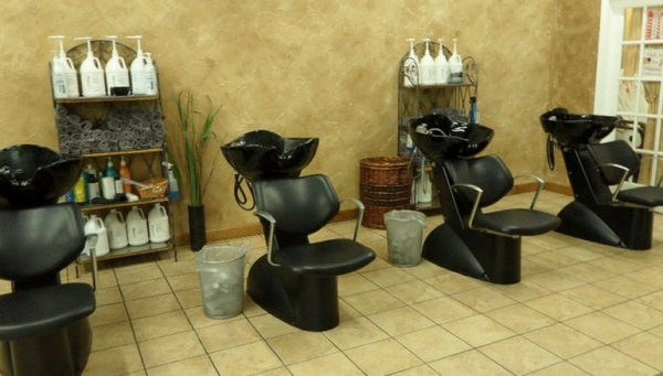 Raylene 39 s total salon concepts princeville princeville for A total concept salon